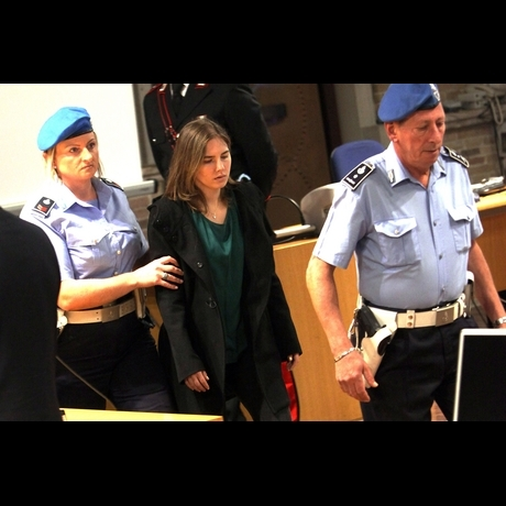 Amanda Knox on trial in courtroom