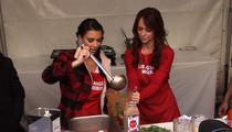 Kim Kardashian & Jennifer Love Hewitt -- Girl-on-Girl Thanksgiving