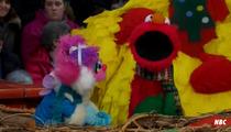 Elmo SINGS at Thanksgiving Parade -- 'Nothing's Gonna Bring Us Down'
