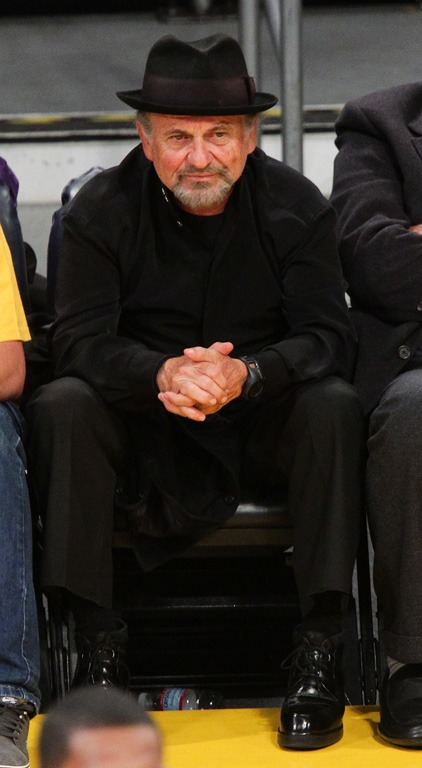 Joe Pesci looked very comfortable at a recently L.A. Laker game.
