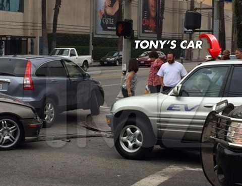 """""""Monk"""" star Tony Shalhoub -- and his dog -- were involved in a multi-car accident right outside the Paramount Studios in 2013"""