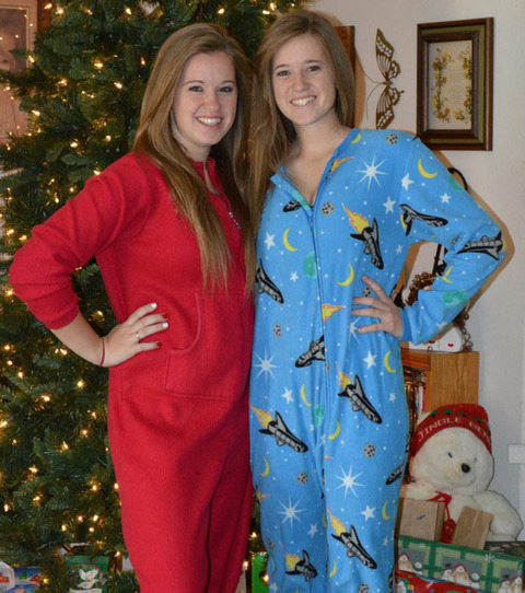 Kaitlyn and Kristen Hooper resurfaced on facebook looking festive!