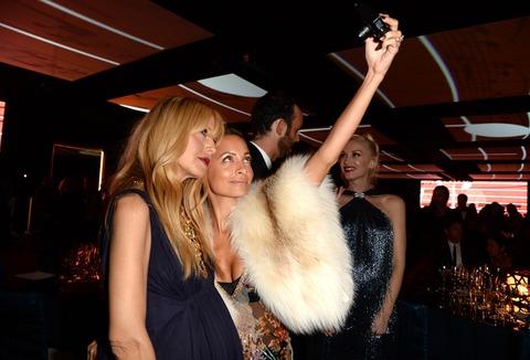 Fashion Forward babes Rachel Zoe and Nicole Richie took a cute selfie!