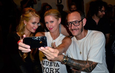 Sisters Paris and Nicky were able to get a selfie with photographer Terry Richardson!