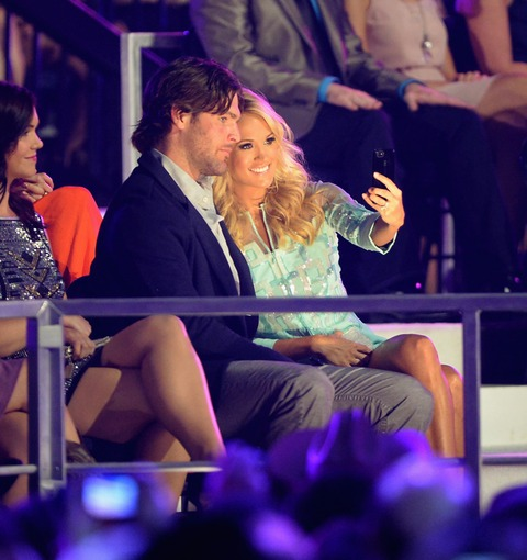 Carrie Underwood and Mike Fisher snapped a cute happy selfie!