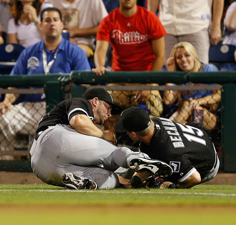 Casper Wells of the Chicago White Sox catches a fly ball and collides with Gordon Beckham
