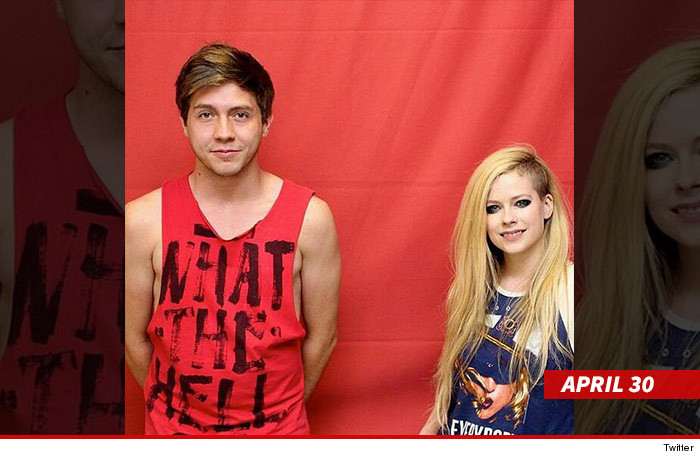 Avril lavigne fans may touch me now tmz just goes to show you posing for pics with fans doesnt need to be so complicated m4hsunfo