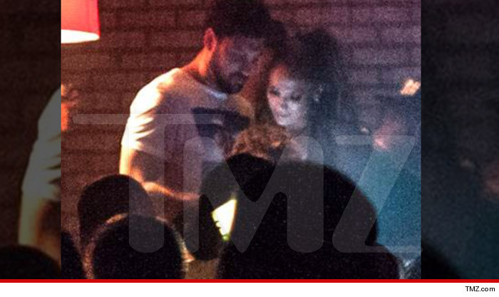 max dating jlo Maksim chmerkovskiy wanted to make it skin clear -- he's not jlo's newest accessory maksim was all over the hamptons during the 4th weekend -- hitting up nammos on friday night and the surf lodge.