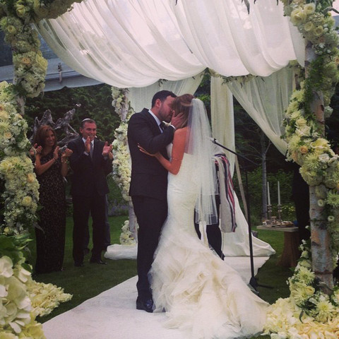 <span>Scooter Braun</span><span> tied the knot with </span><span>Yael Cohen</span><span> in Whistler over the weekend.  Justin was there, along with</span><span> Carly Rae Jepsen</span><span>, </span><span>Tom Hanks</span><span>, </span><span>Rita Wilson</span><span>, </span><span>Sophia Bush</span><span>,</span><span> Ed Sheeran</span><span> and a bunch of others.</span>