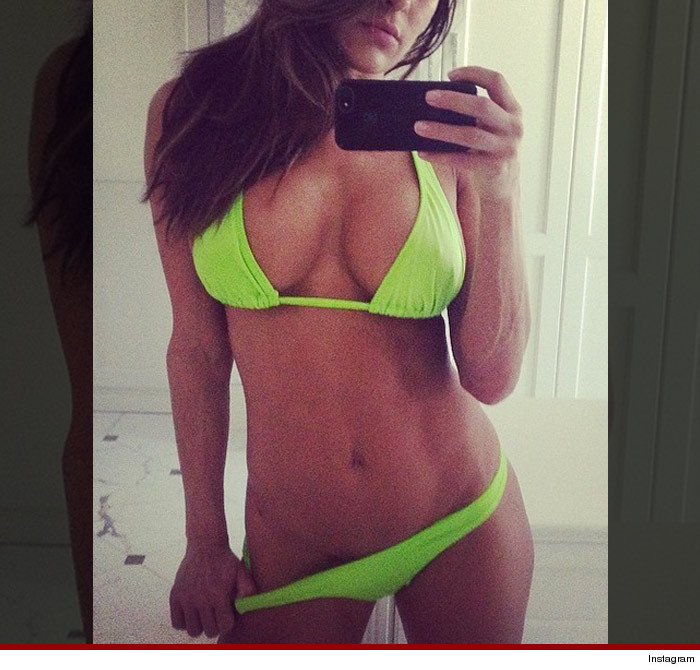 25 Photos Of WWE Diva Nikki Bella To Make Her Your Main