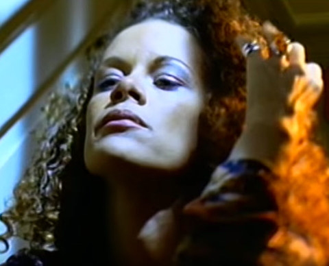 "English singer Billie Myers shot to stardom when her 1997 song ""Kiss the Rain"" landed on the US Billboard Hot 100 charts and was even featured on an episode of ""Dawson's Creek."
