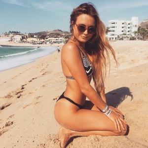 Alana Blanchards' Sexy Photos