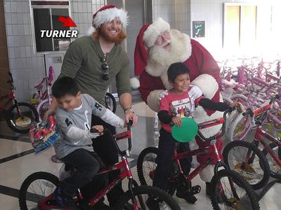 Dodgers Justin Turner -- Santa's Little Helper ... Even In Jail