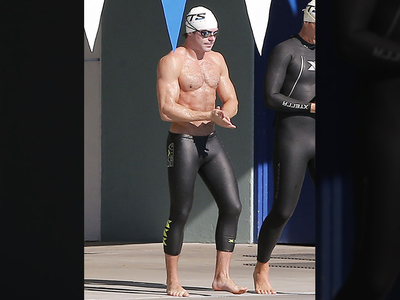 Zac Efron -- When I Stroke Out, You Stroke Out (PHOTO)