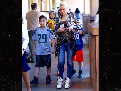 Gwen Stefani -- Let's Do The Time Warp (PHOTOS)