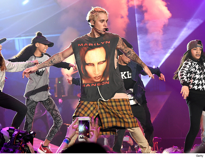 Justin bieber meet greets still on for vips only sorry great news for justin bieber fans hes still doing backstage meet and greets but not with beliebers who dropped up to 2k to get backstage instead m4hsunfo