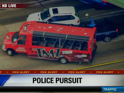 L.A. Car Chase -- TMZ Tour Bus Blocks Suspects (VIDEO)