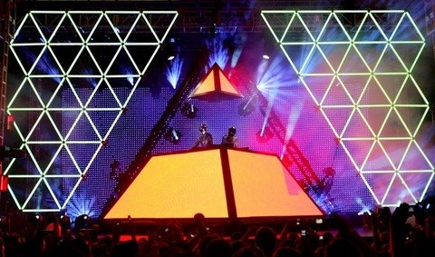 2006: Daft Punk performs on Day 1