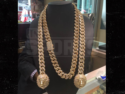 Floyd Mayweather -- Chaining The Game ... Cops $250k Neck Bling (PHOTO)