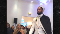 Seahawks' Earl Thomas -- Yeah, I Got Married In a Crown ... Gets Topless at Reception (VIDEO)