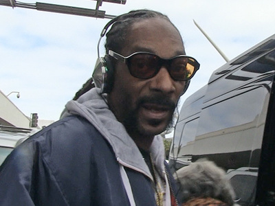 Snoop Dogg -- Agrees to Rap Collab with NFL Star ... Holla At Me! (VIDEO)