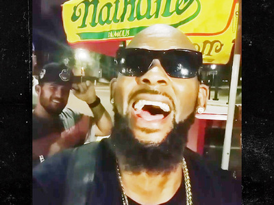R. Kelly -- Watch Me Bump N' Grind for $100! (VIDEO)