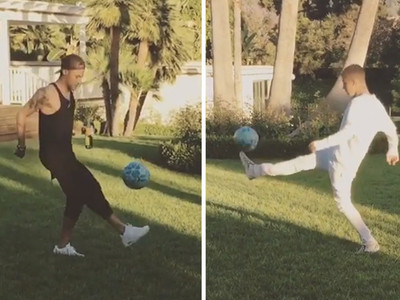 Justin Bieber -- Kicks It with Neymar ... Impressive Juggling Session (VIDEO)