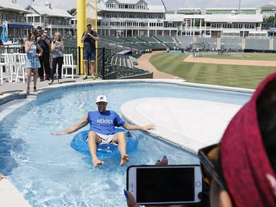 Dirk Nowitzki -- Ridin' Lazy River ... In a Baseball Stadium!!! (PHOTOS)