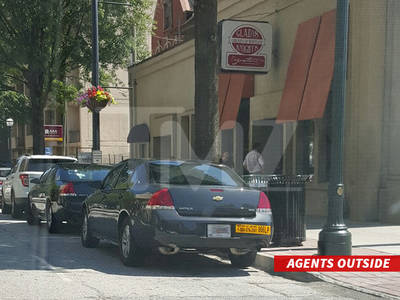 Gladys Knight -- Chicken & Waffles Joints Raided (PHOTOS)