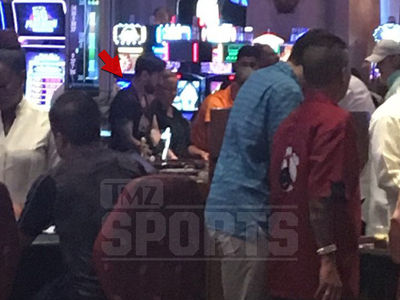 Lionel Messi -- Hits Casino with Dad ... Hours Before Tax Fraud Sentencing (PHOTOS)