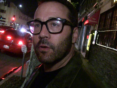 Jeremy Piven -- One Vicious Cycle ... Actor Nails Biker