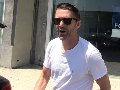 Robbie Keane -- I Hooked Up My Gas Samaritan ... FREE GALAXY TIX!! (VIDEO)