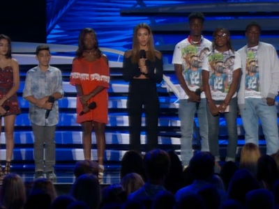 Jessica Alba -- Powerful Anti-Gun Violence Message at Teen Choice Awards (VIDEOS)