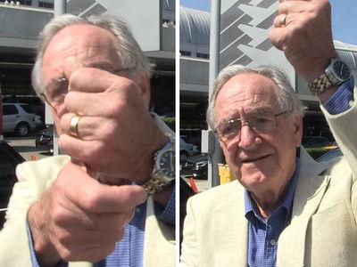 Sen. Tom Harkin -- I Got a Sign for Trump and It's Better Than the Bird (VIDEO)