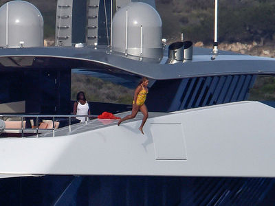 Beyonce -- Look Out Below!!! Crazy Yacht Diving (PHOTO GALLERY)