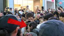 DJ Porter Robinson -- Helter Shelter ... Mobbed in Japan!!! (VIDEO)