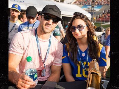 Demi Lovato -- 1st Public Date with Luke Rockhold ... You Ready for Some Football?? (PHOTO)
