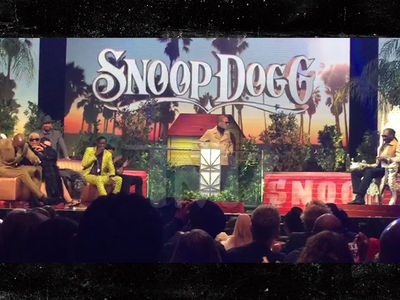 Snoop Dogg -- Roast's So Good, I'm Coughing On This Weed! (VIDEO + PHOTO GALLERY)