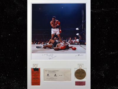 Muhammad Ali -- Liston Knockout Pic Hits Auction ... Could Sell For $600k!! (PHOTOS)