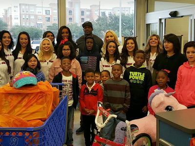 Andre Johnson -- Drops $20k On Toys For Kids ... 80 Seconds To Shop!! (PHOTOS)