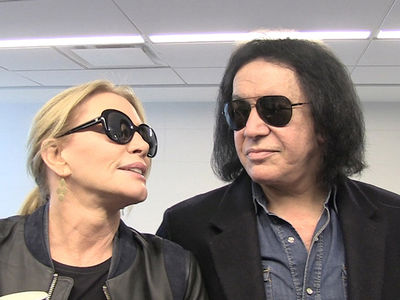 Gene Simmons Tongue Tied for New Years (VIDEO)