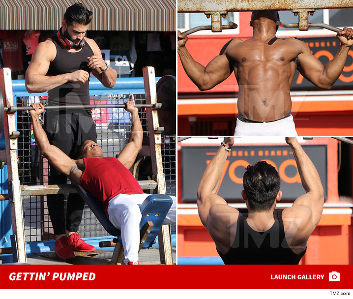 Sam Ashgari Barely Broke A Sweat Lifting Weights At Muscle Beach But The Same Might Not Go For People Breezing Through Photos Of His Intense Workout