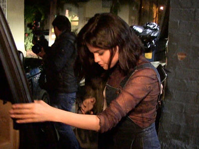 Selena Gomez Tells Paparazzi to Talk to the Hand (VIDEO)