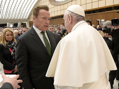 Arnold Schwarzenegger Meets Pope Francis (PHOTOS)