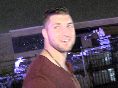 Tim Tebow Picks the Patriots in Super Bowl (VIDEO)
