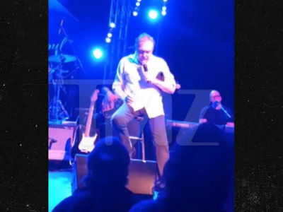 David Cassidy Appears Drunk In Concert ... Slurs, Falls, Forgets (VIDEO)