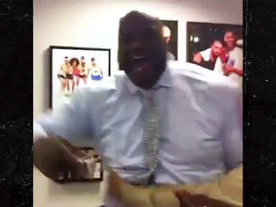 Shaq Freestylin' Behind the Scenes at 'Inside the NBA' (VIDEO)