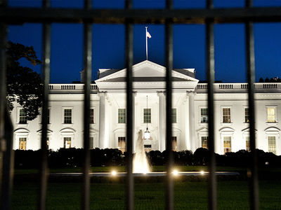 White House Fence Video Shows Jumper Lingered, Tied Shoes, Looked in Windows ... Unnoticed by Secret Service