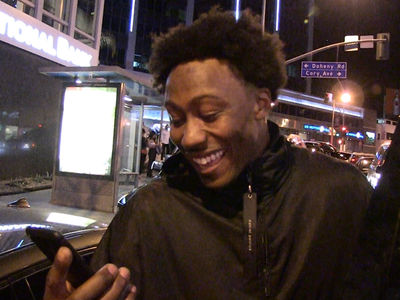 Brandon Marshall Sees Naked Jay Cutler Pic ... Epic Hilarity Ensues! (VIDEO)