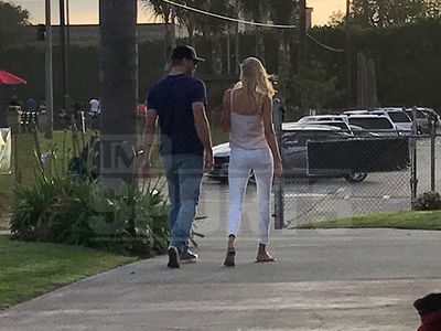Aaron Rodgers On Golf Date with 'Baywatch' Actress Kelly Rohrbach (PHOTO)